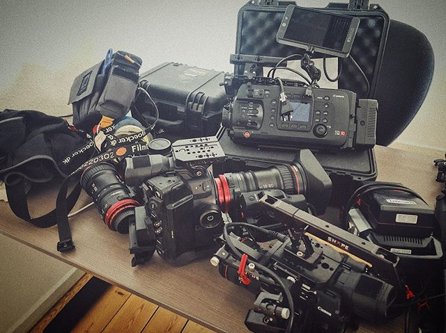 Can you spot what cameras 🎥 and lenses that are on the table❓ Pretty messy... prepping for tomorrow. #liveforthestory • • • • •  #filmproduction  #filmmaking  #filmmaker  #cinematographer #dop  #filmgear #directorofphotography #nicolaibrix #canonambassador #canoncinemaeos #canoncinema