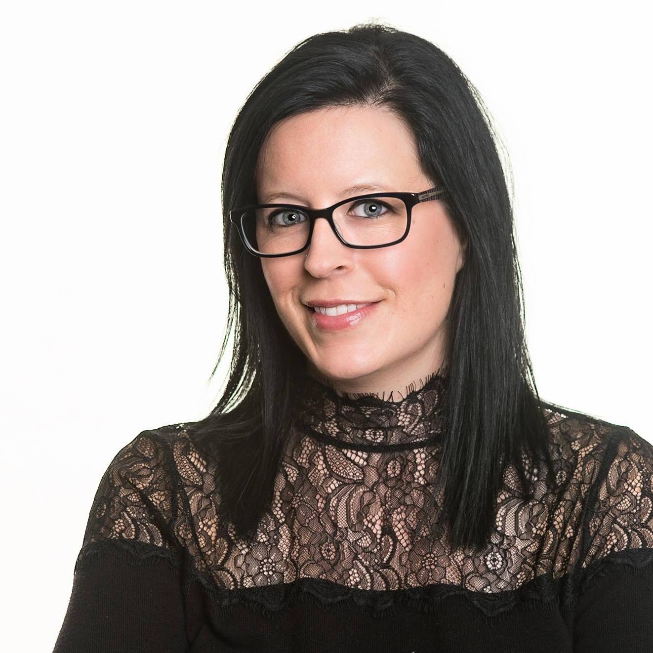 Headshot of Rebecca Bratz.