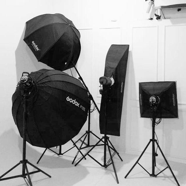 Liat sini dong shay... . . #filestudio #fileindonesia #studiofoto #sewastudiobandung #sewastudio #fotostudio #godox #workshoplighting #workshopfotografi #kelasfotografi