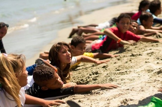 Instructors teach children how to master the waves and also to take care of the beaches, to be responsible, supportive and good stewards. (Photo Credits: Fundacion Jhonaikel Bolivar)
