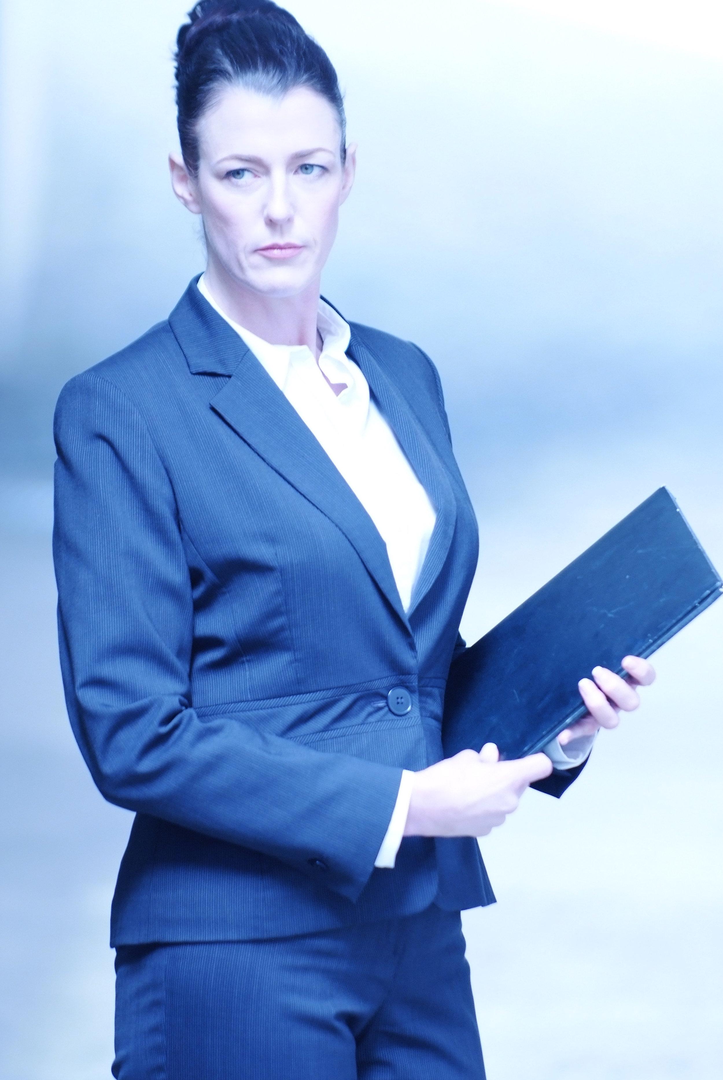 PP Business woman folder light .jpeg