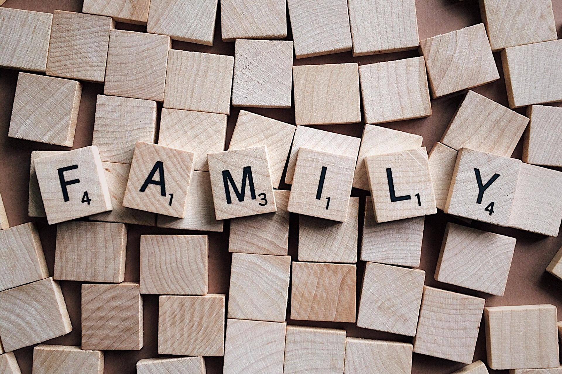 family-2355697_1920.jpg