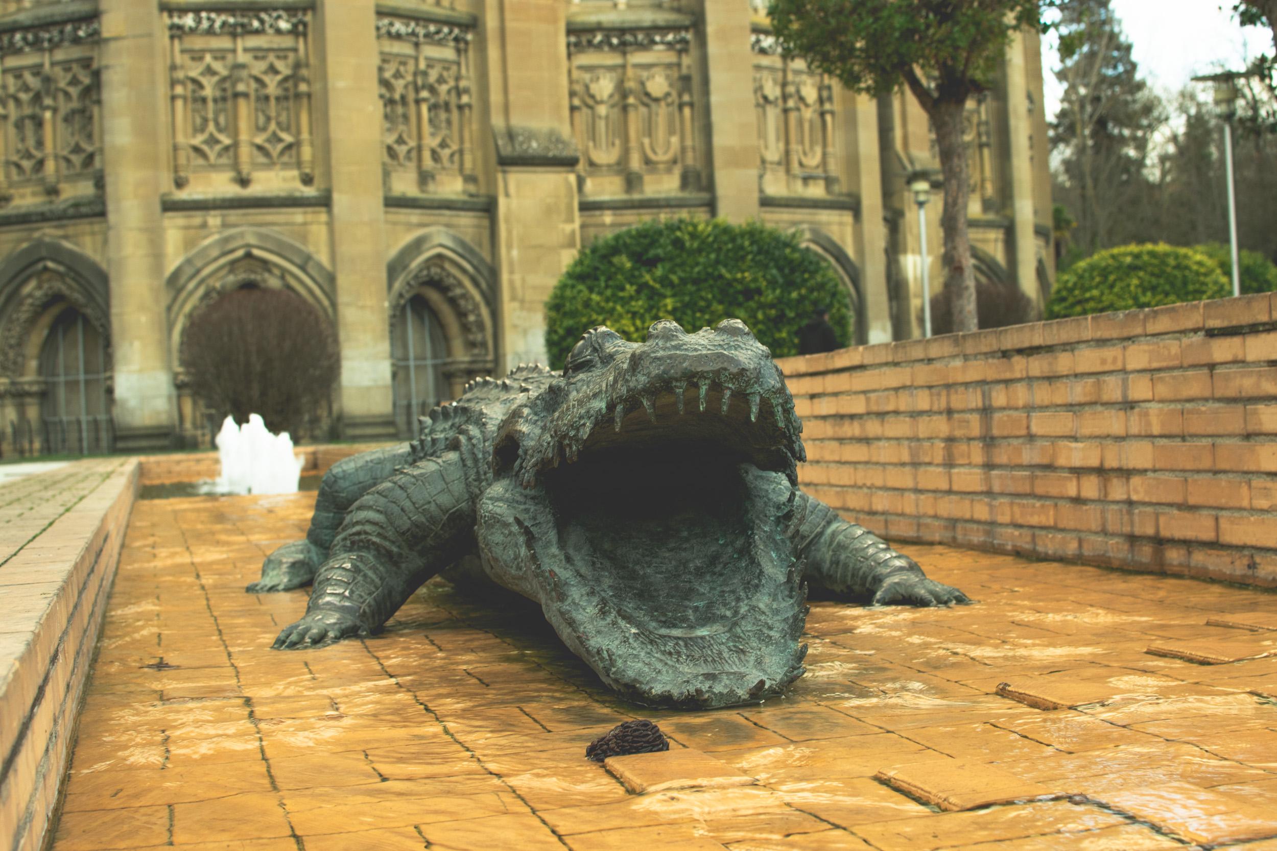 vitoria alligator statue