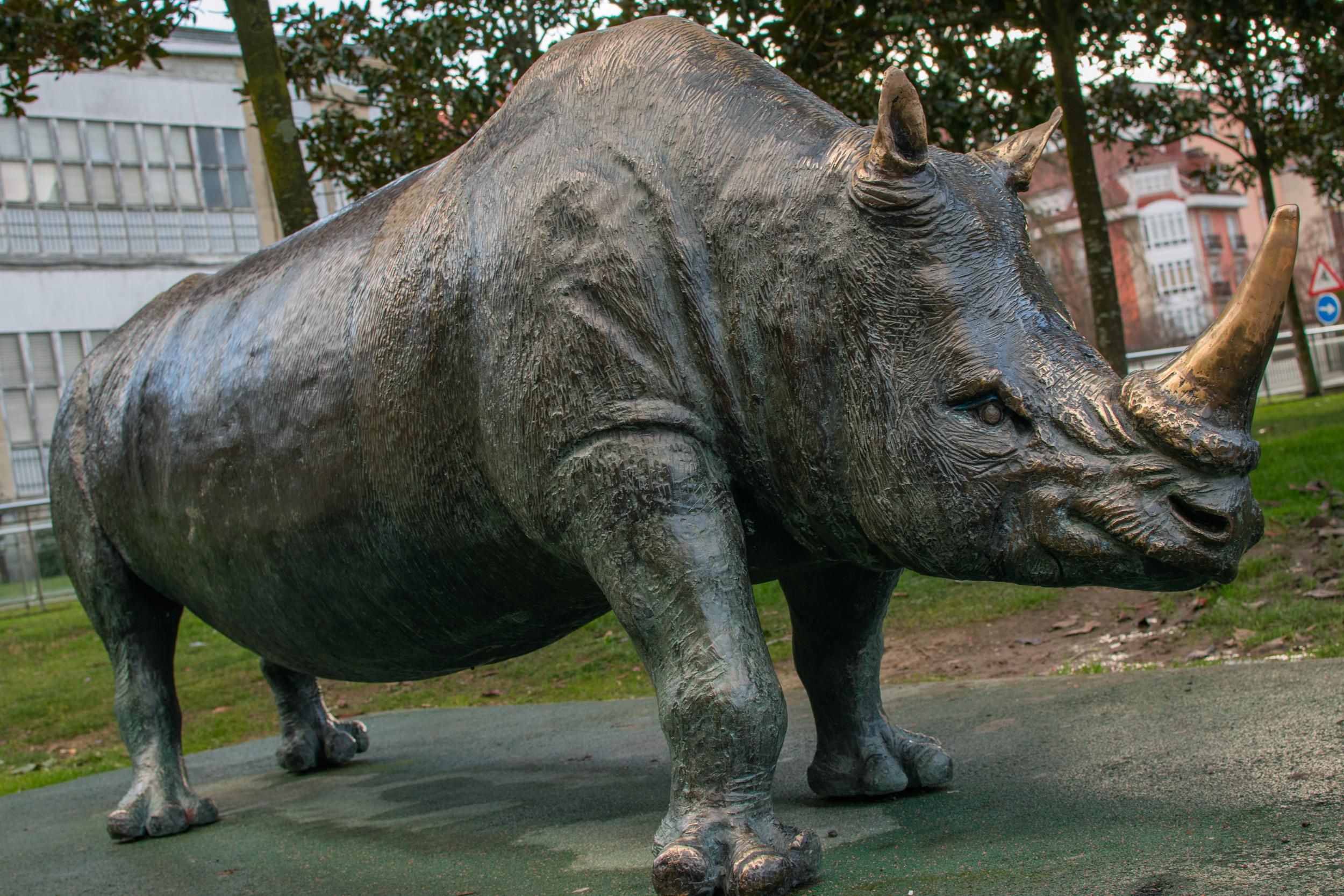 vitoria rhino statue