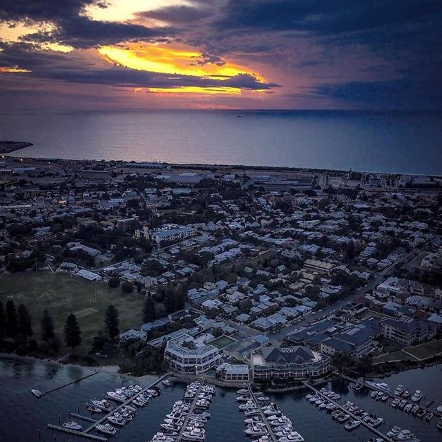 There's nothing quite like the sunset over Freo. Beautifully captured by @lachlanhinds ⁠ .⁠ .⁠ .⁠ #pier21fremantle #perthhotel #fremantlehotel #infreo #freolove #hotelview #northfremantle #fremantle