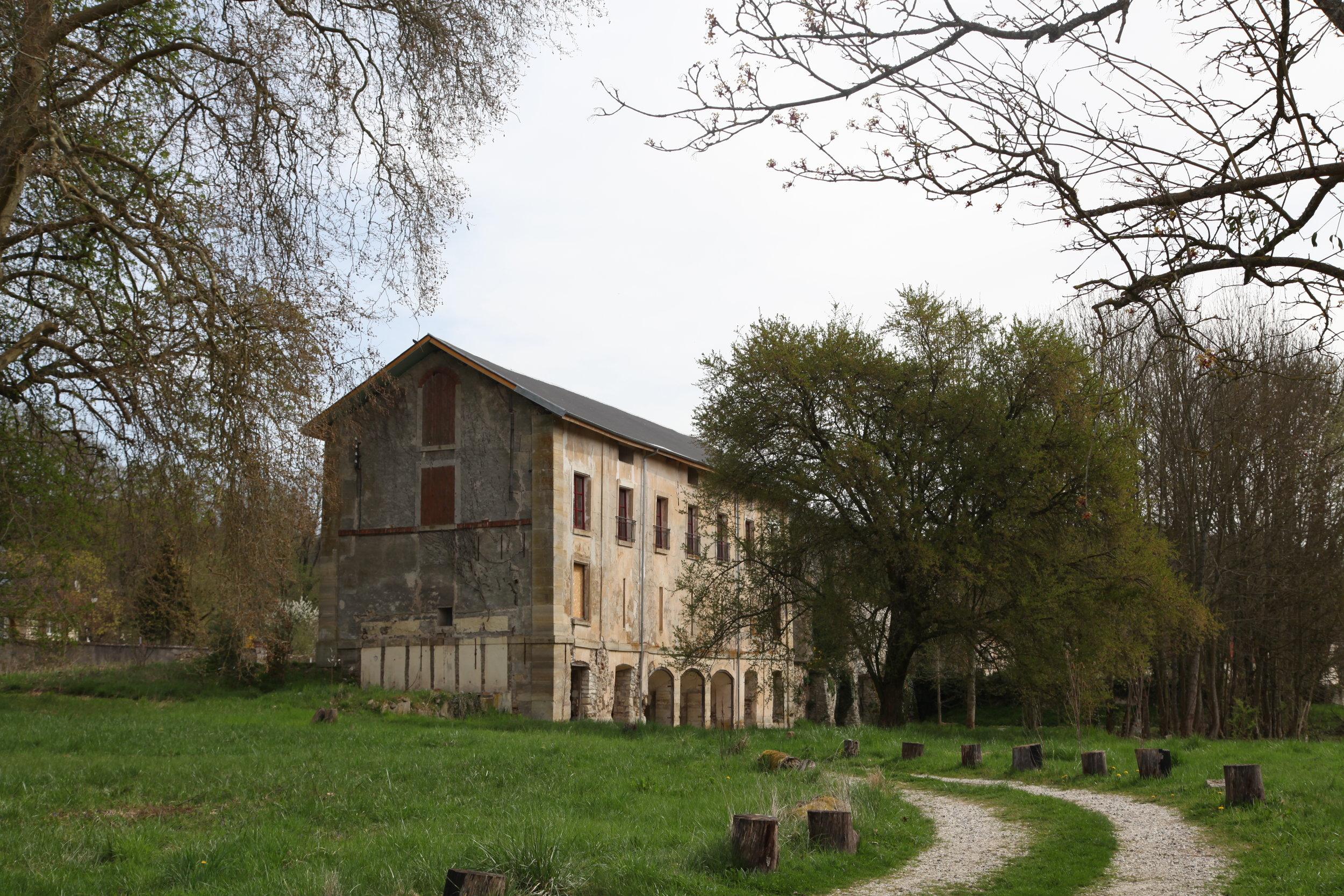 La Grange ext.JPG