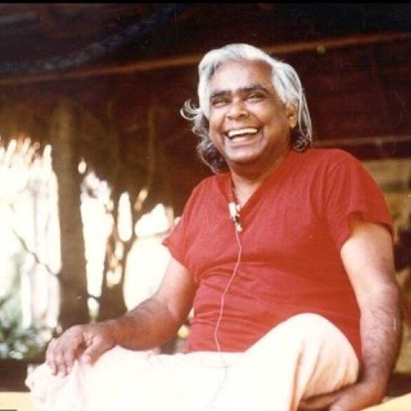"""Silence. Lumière sur … - Swami Vishnudevananda, sage indien et un des maîtres du Yoga, mais aussi disciple du silence.""""Sentez le silence, écoutez le silence, touchez et goûtez le silence. Le silence est la musique de l'âme.Ce silence est la paix qui dépasse toute compréhension. Fermez les yeux et devenez un avec ce silence.»"""