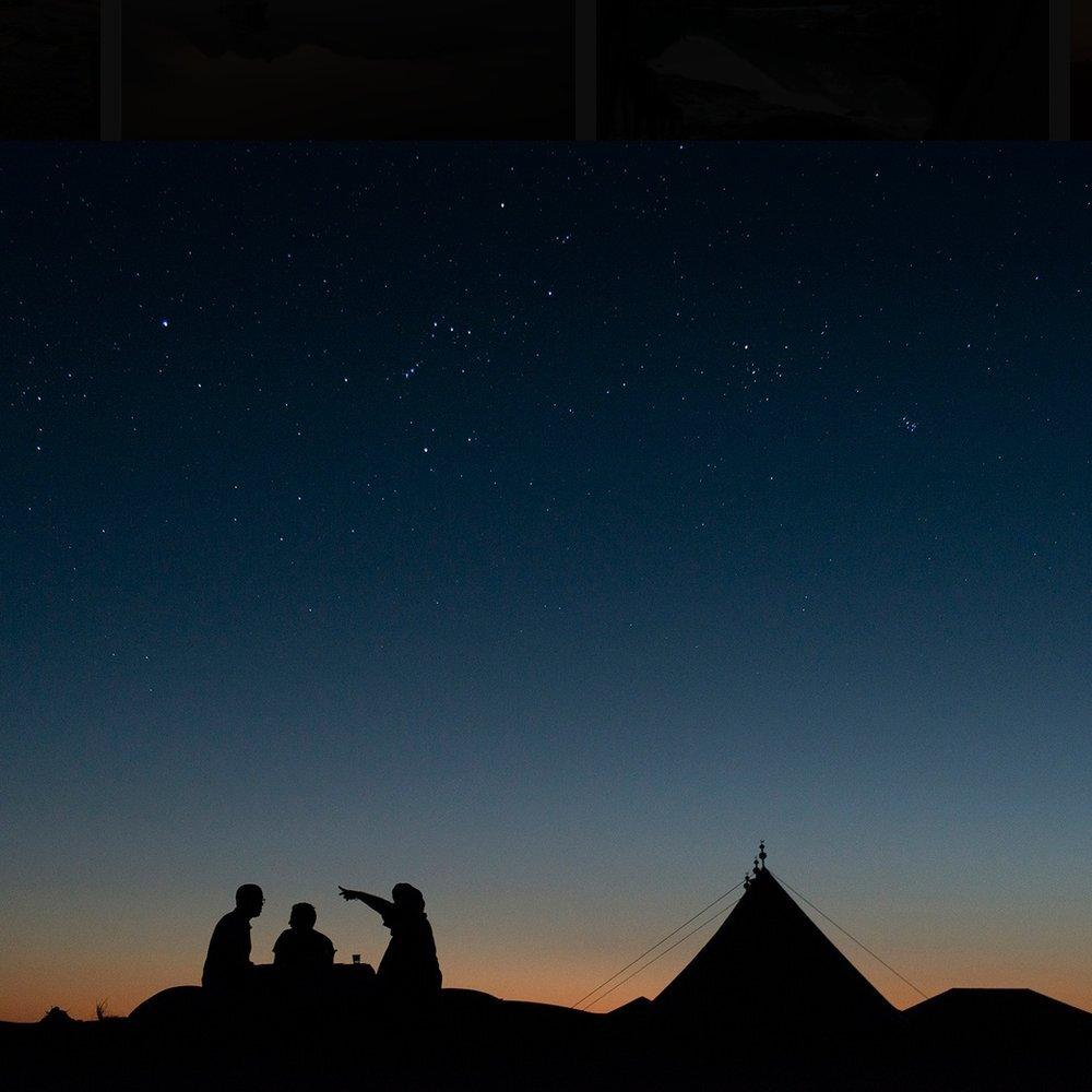 Silence. A la recherche du Silence avec Danya Schwertfeger - Au dessus des nuages, en haut d'une montagne, ou dans les fonds marins … ce jeune photographe suisse semble chercher le Silence. Ses clichés fascinants nous inspirent, nous emmènent ailleurs en un regard.Et devinez où nous l'avons rencontré ? …au milieu du désert.