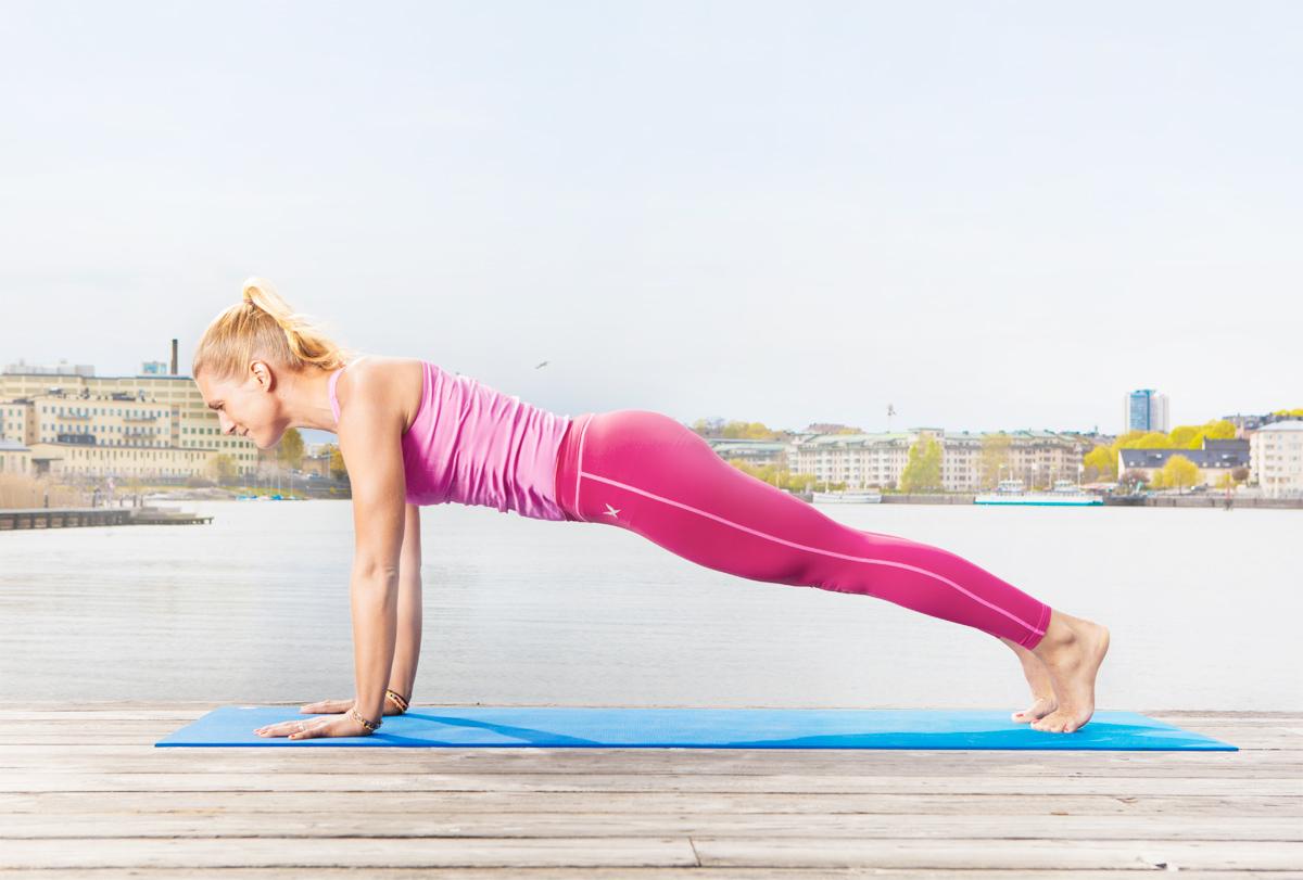 En planka är toppen för inre magmuskulaturen. Har du fött barn kan den dock vara för tung, en bra grundregel är att om naveln putar ut har du tappat den inre muskulaturen = gör övningen lättare och/eller vila och börja om från början.