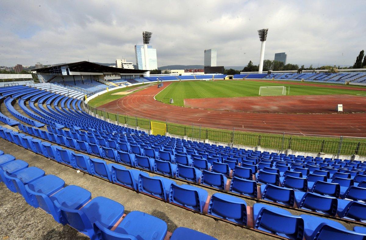 "Pasienky stadium. Retrieved from: ""https://sport.sme.sk/c/22003712/slovan-caka-rozlucka-s-pasienkami-video.html. Foto: TASR/AP"