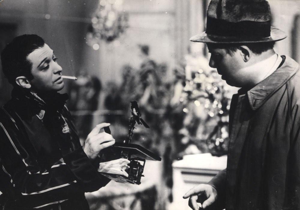 A scene between Octave (Jean Renoir), and Marquis Robert de la Cheyniest (Marcel Dalio) Retrieved from: https://www.imdb.com/title/tt0031885/mediaviewer/rm2424665600 .