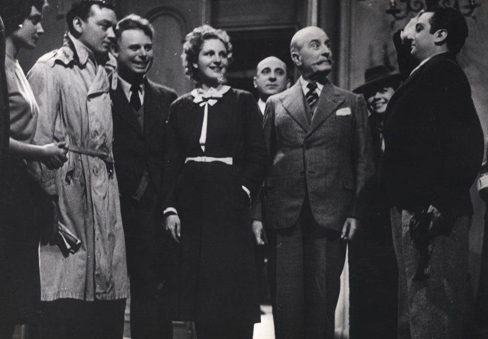 """Marcel Dalio, Nora Gregor, Pierre Magnier, Jean Renoir and Roland Toutain in """"The Rules of the Game"""" (1939). Retrieved from:  https://www.imdb.com/title/tt0031885/mediaviewer/rm1191366400"""