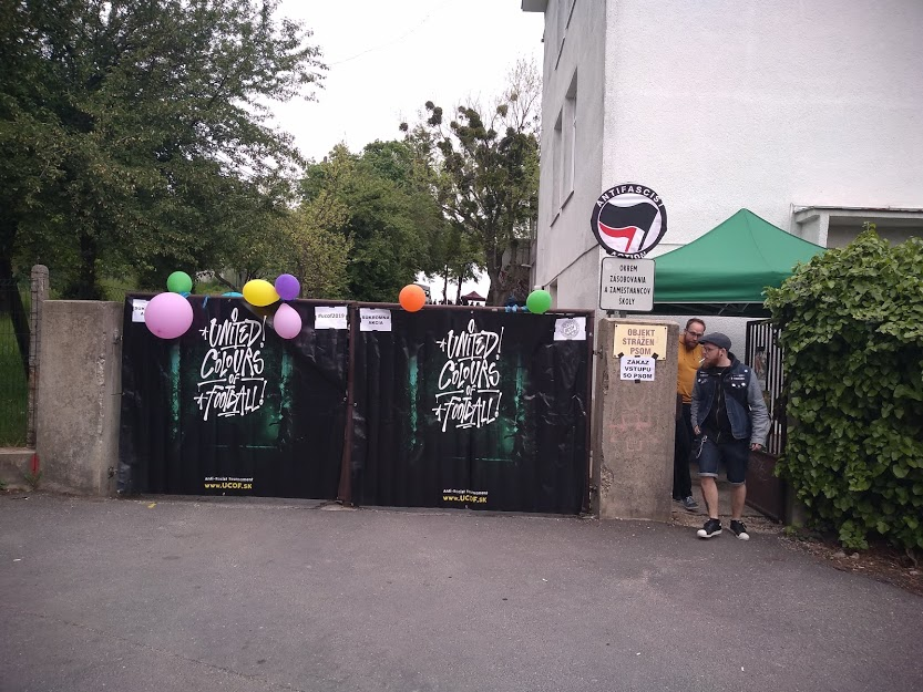 Gates of the elementary school ZŠ Mudroňová, where the festival took place on May 4, 2019. Photo: Peter Sterančák