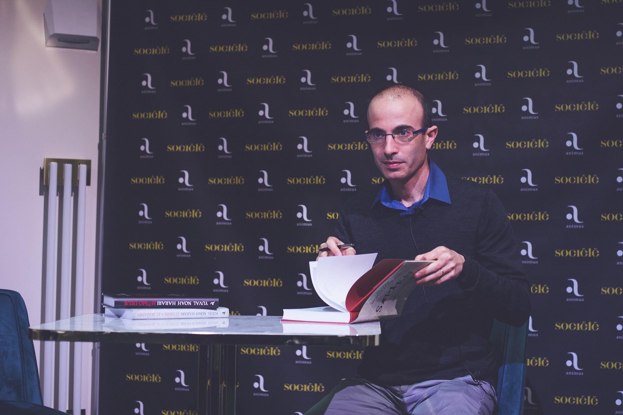 Prof. Harari at Societe Budapest press conference. Credit: Harari Team
