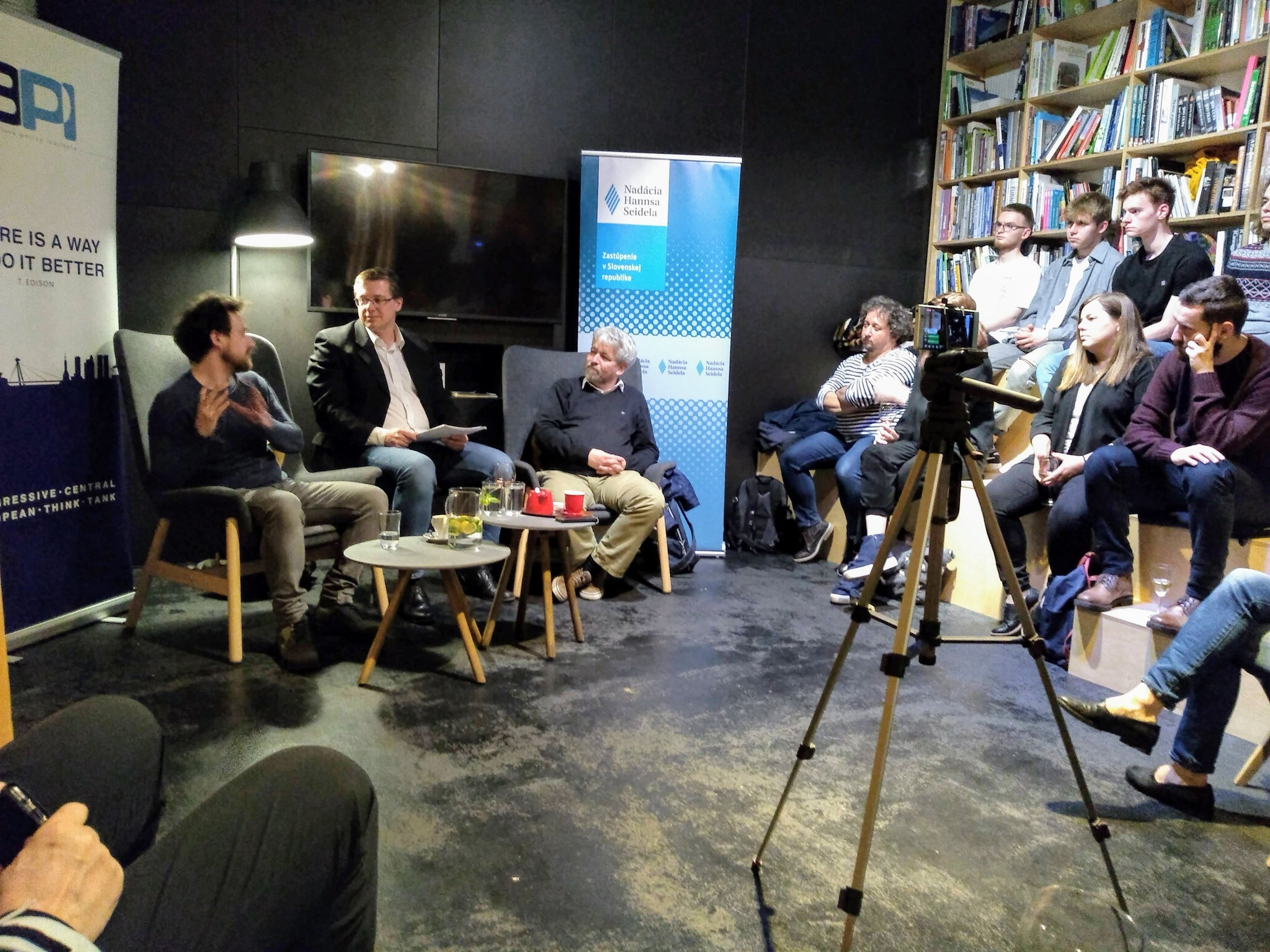 Prof. Vašečka in discussion with blogger Samuel Marec, and journalist Andrej Bán at Art Books Cafe, in Bratislava. Credit: Peter Sterančák