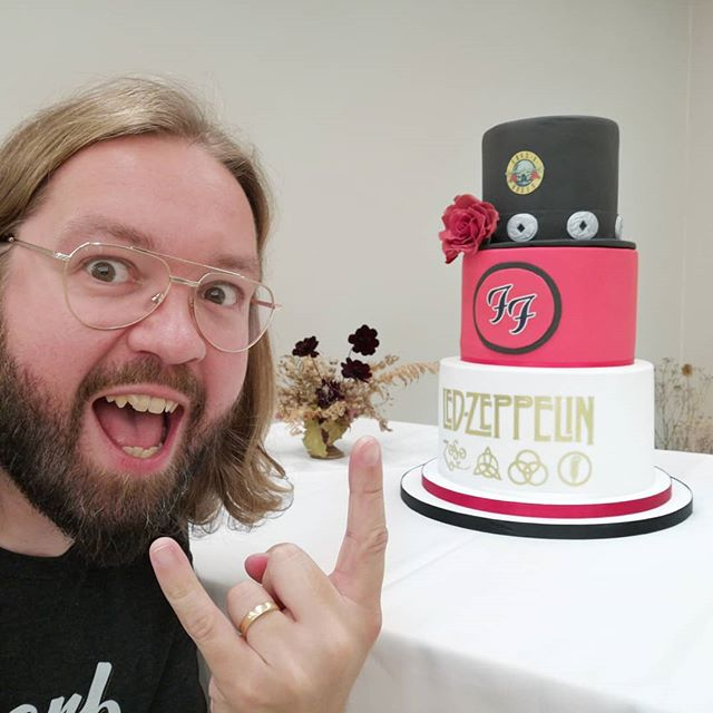 Best cake ever? @foofighters @gunsnroses @ledzeppelin  Great time at Ollie and Tara's wedding in Brum! Rockers through and through! . #rock #rockandroll #rockandrollwedding #mrandmrshölzinger