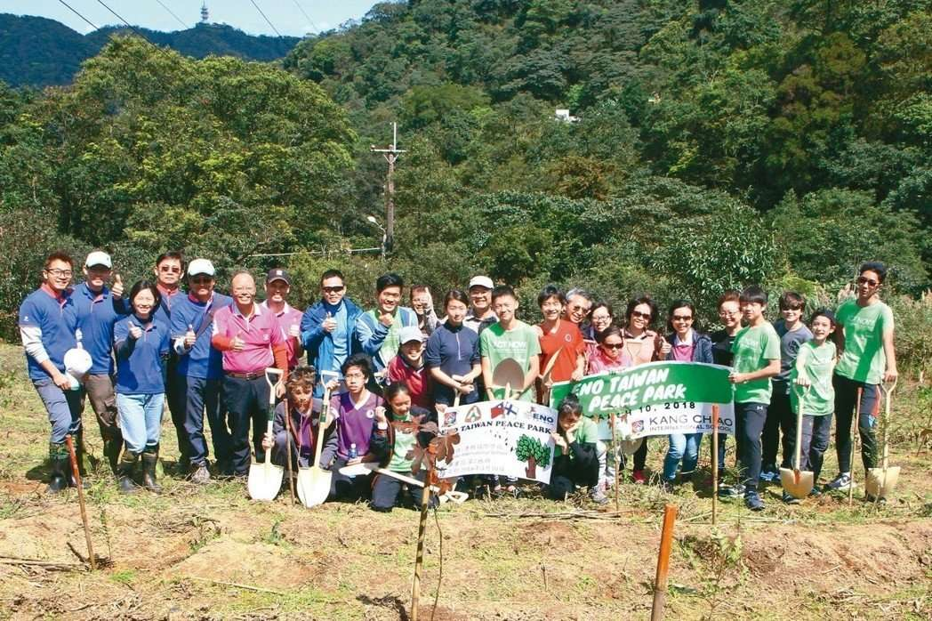 After attending the ENO (Environmental Online) conference last year in Finland, the Kang Chiao International School started an initiative to be proactive in planting trees in Taiwan. With the cooperation of Taiwan's Forestry Bureau, they were granted a small patch of land in Xindian District, New Taipei City.