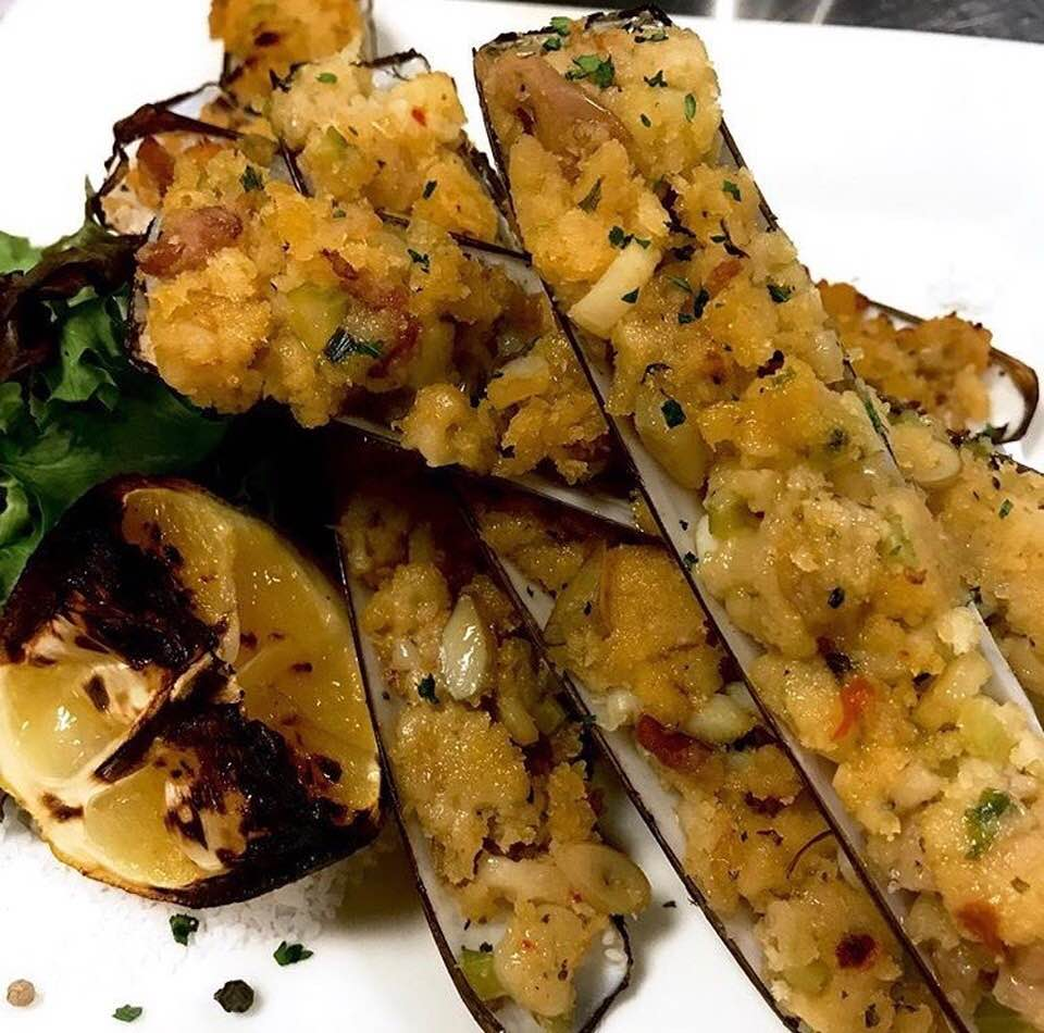 Razor clams casino