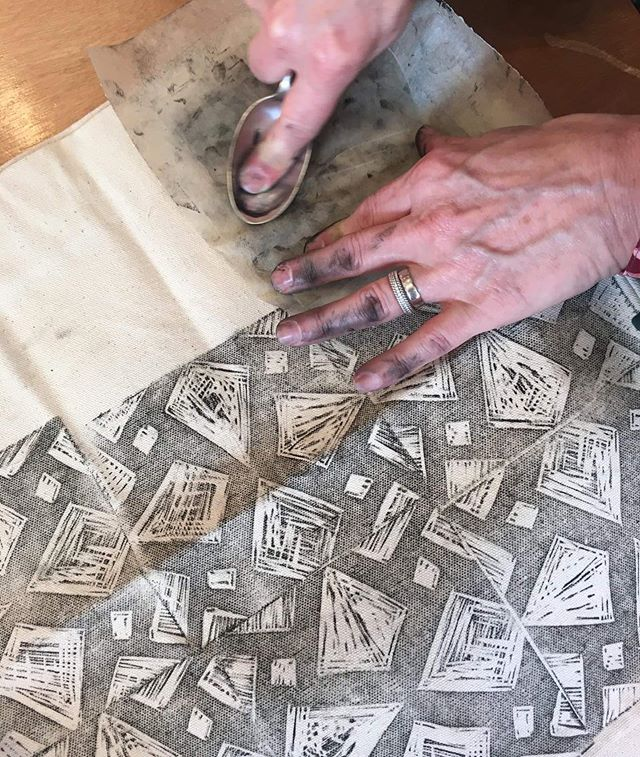 The next Design, Carve & Print  with @lamb_surbiton workshop is on the 20th August - have you booked your ticket yet? There's only a few spots left so if you'd like to come along and make your own lino printed tote bag for £10, do be sure to secure your place on my website - the link is in my bio! 💥 p.s. the workshops page on my website has had a little revamp, check out all the new photos from my previous classes! Photograph from my previous Design, Carve Print workshop with @heals_furniture #workshop #textile #lino #linocut #linocutprint #linoprint #textiledesign #totebag #thingstodo #eveningclass #class #creativecourse #creativeworkshop #london #art #artist #londonartist #surbiton #surrey #print #printmaking #printmaker #creative