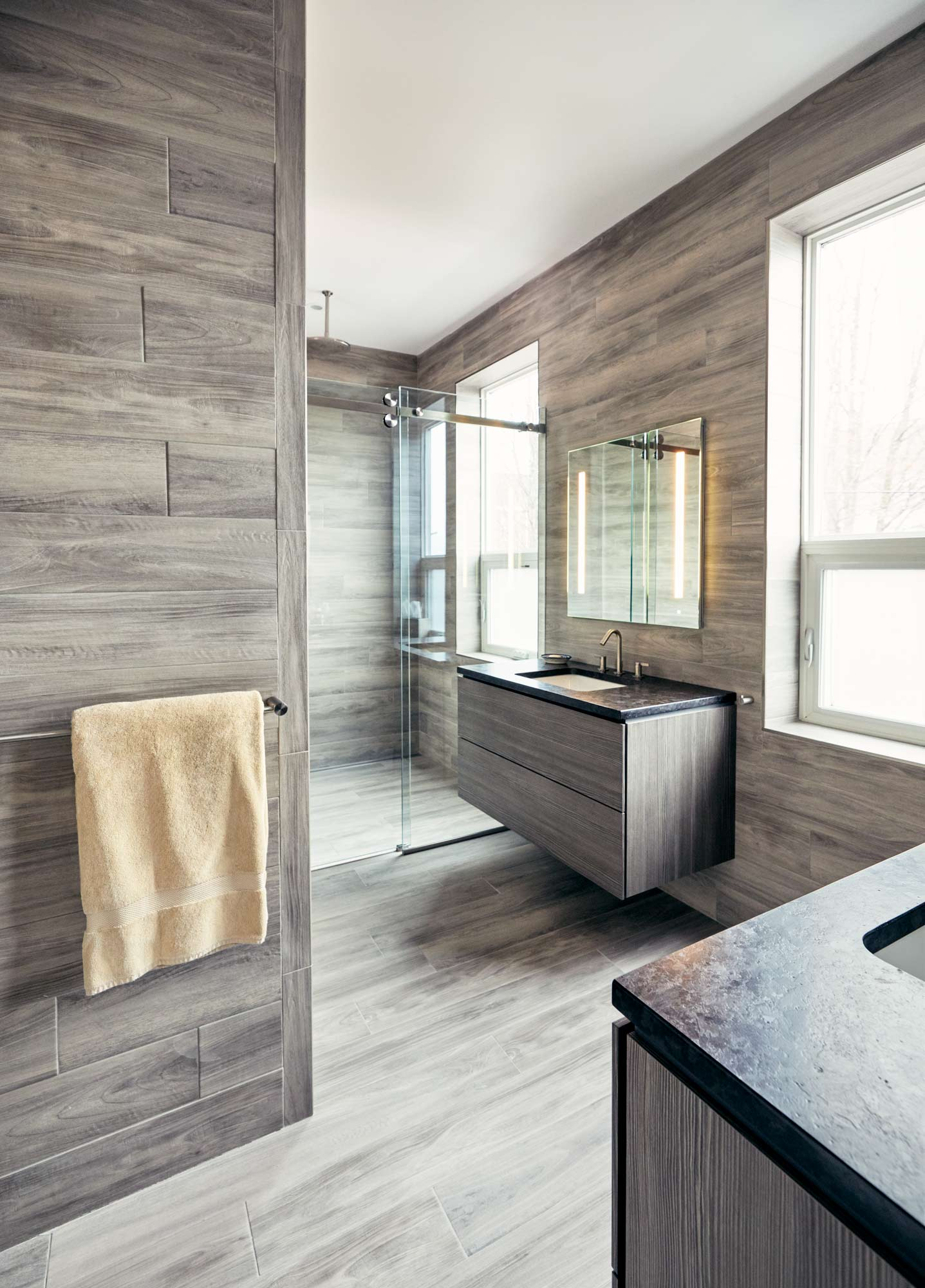 Much like the kitchen, large geometric blocks shape the master bath.