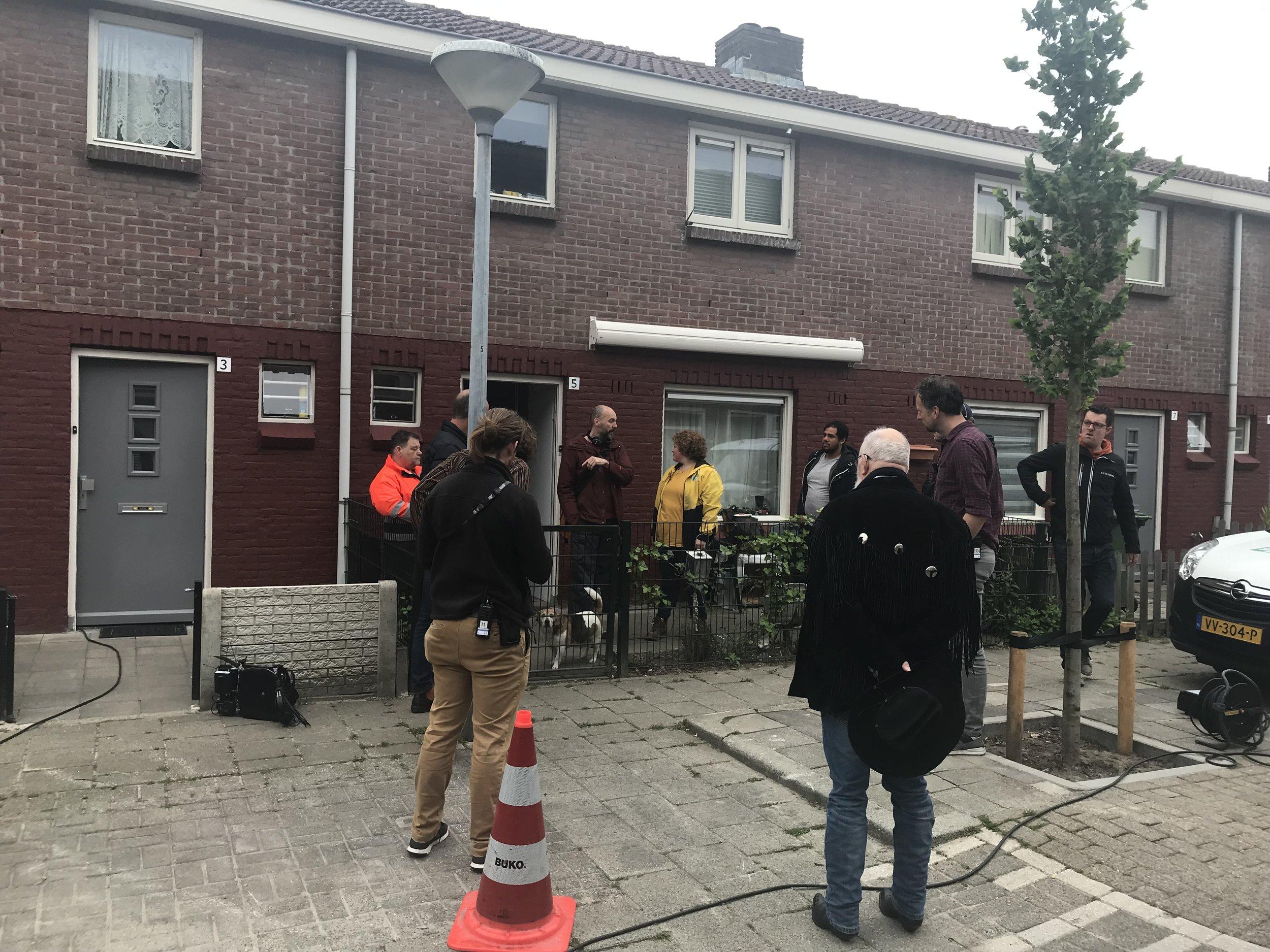 Opnames Hemelrijken begonnen! - Van 30 april tot 29 mei vinden in Eindhoven - onder meer in Oud-Woensel - de opnames plaats van de telefilm 'Hemelrijken'. Jennifer Welts en Esmee van Kampen spelen de hoofdrollen in de thriller van regisseur Stanley Kolk. Het scenario is geschreven door Chris Westendorp. De film wordt gemaakt in het kader van Telefilm in co productie met de EO.
