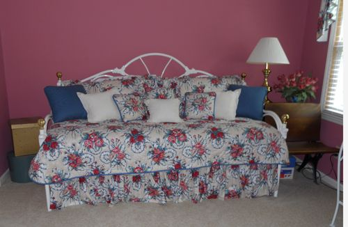 girly daybed.jpg