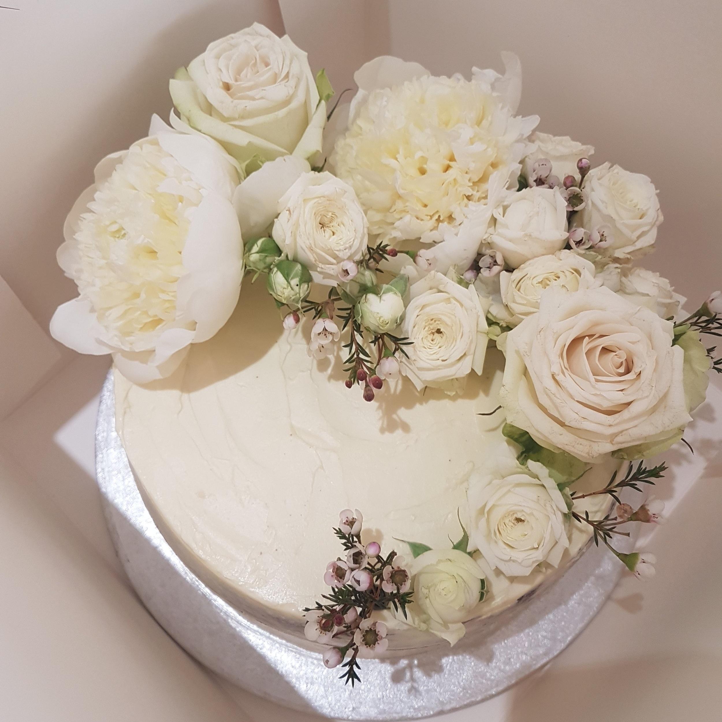 A summer garden inspired cake