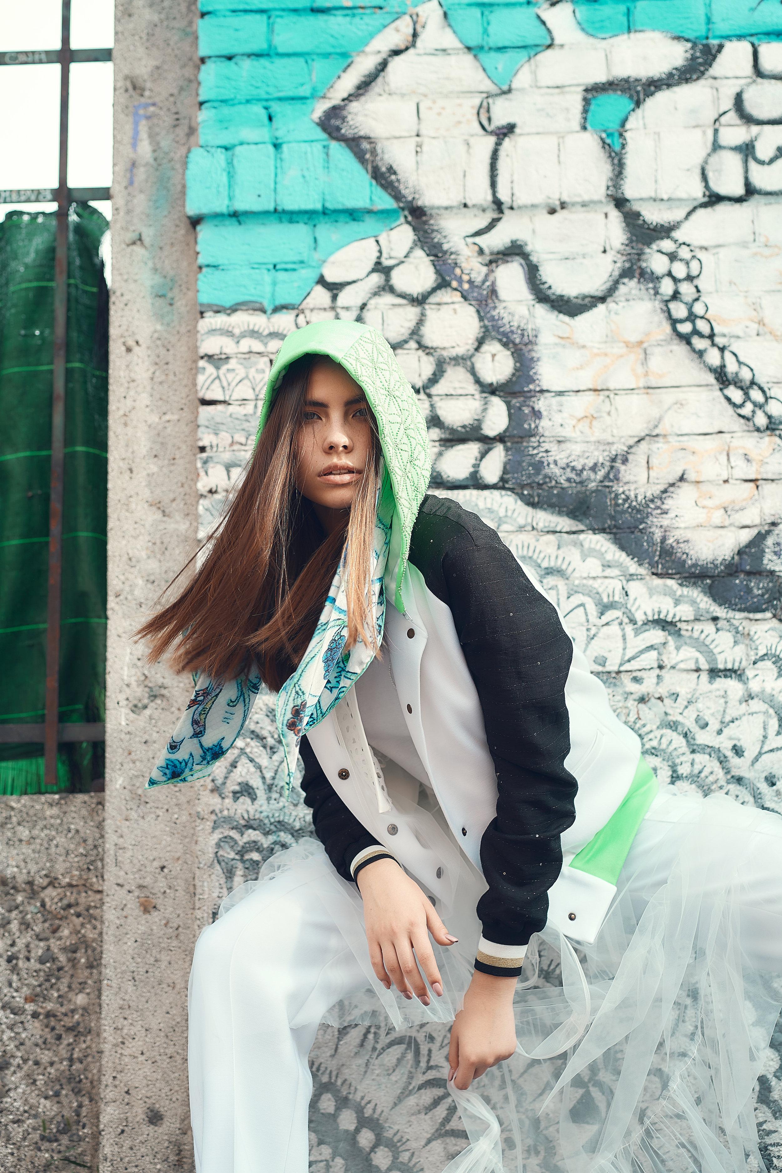 Trousers, t-shirt and hoodie RASENA. Handkerchief, ARTUYT