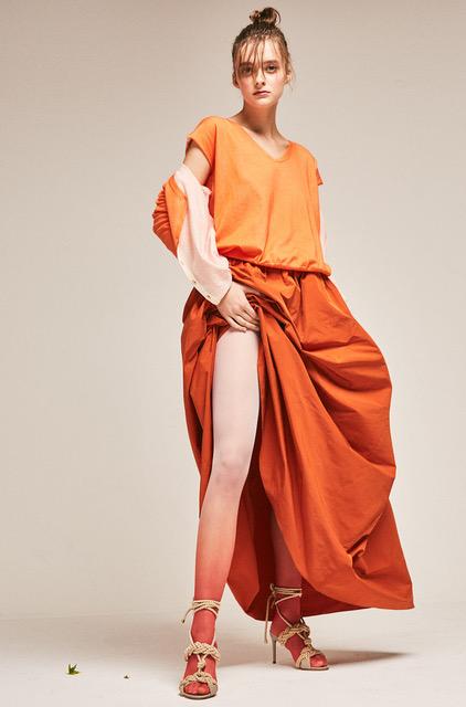 Isa: Skirt, top, cardigan ALEPH MILANO. Tights MARIOS. Shoes and belt MAX MARA