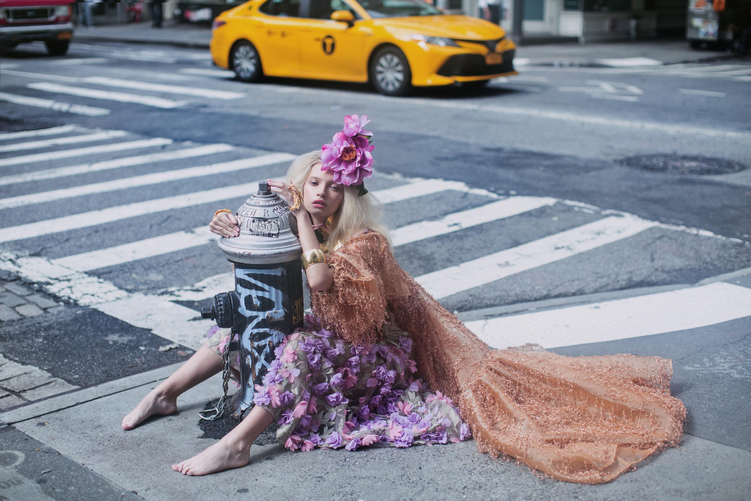 Dress with flower details EZIE. Terracotta dress MIND OF KAY. Bracelet, voluminous bracelet, multi finger ring, necklace GBGH JEWELRY