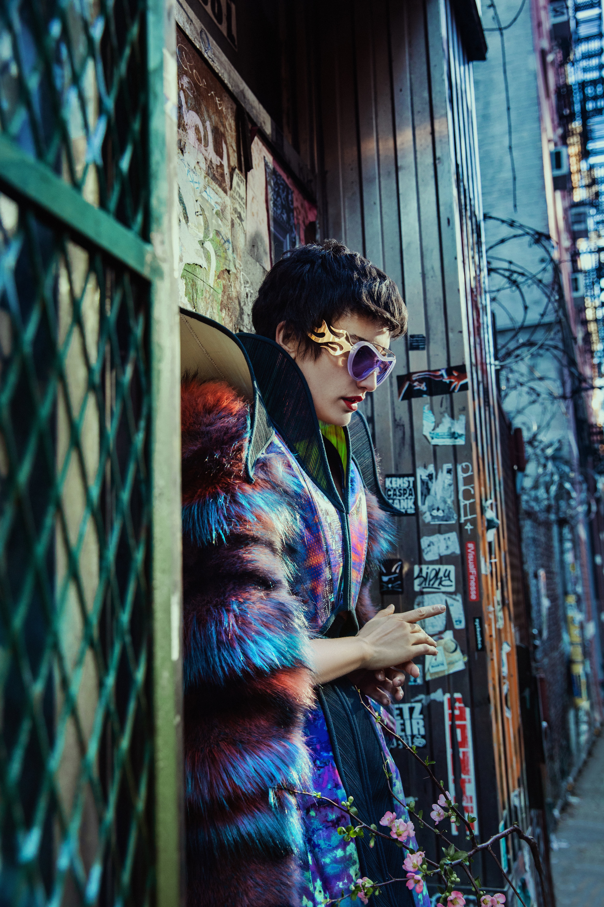Dress MIODRAG GUBERINIC. Sunglasses, FAKOSHIMA