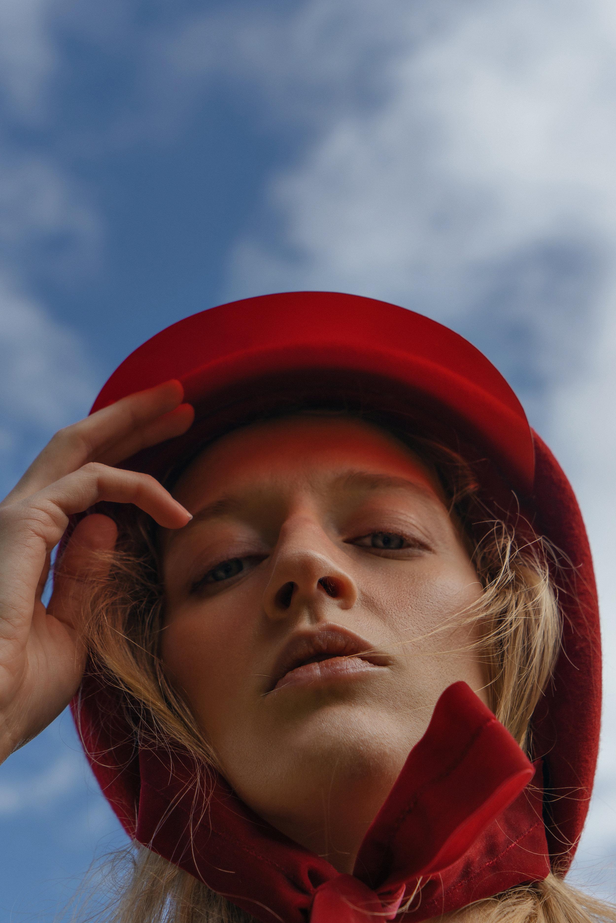 Dress Mere, top Sol by Olga Selivanova, hat Lia Gureeva, bag Attribute shop