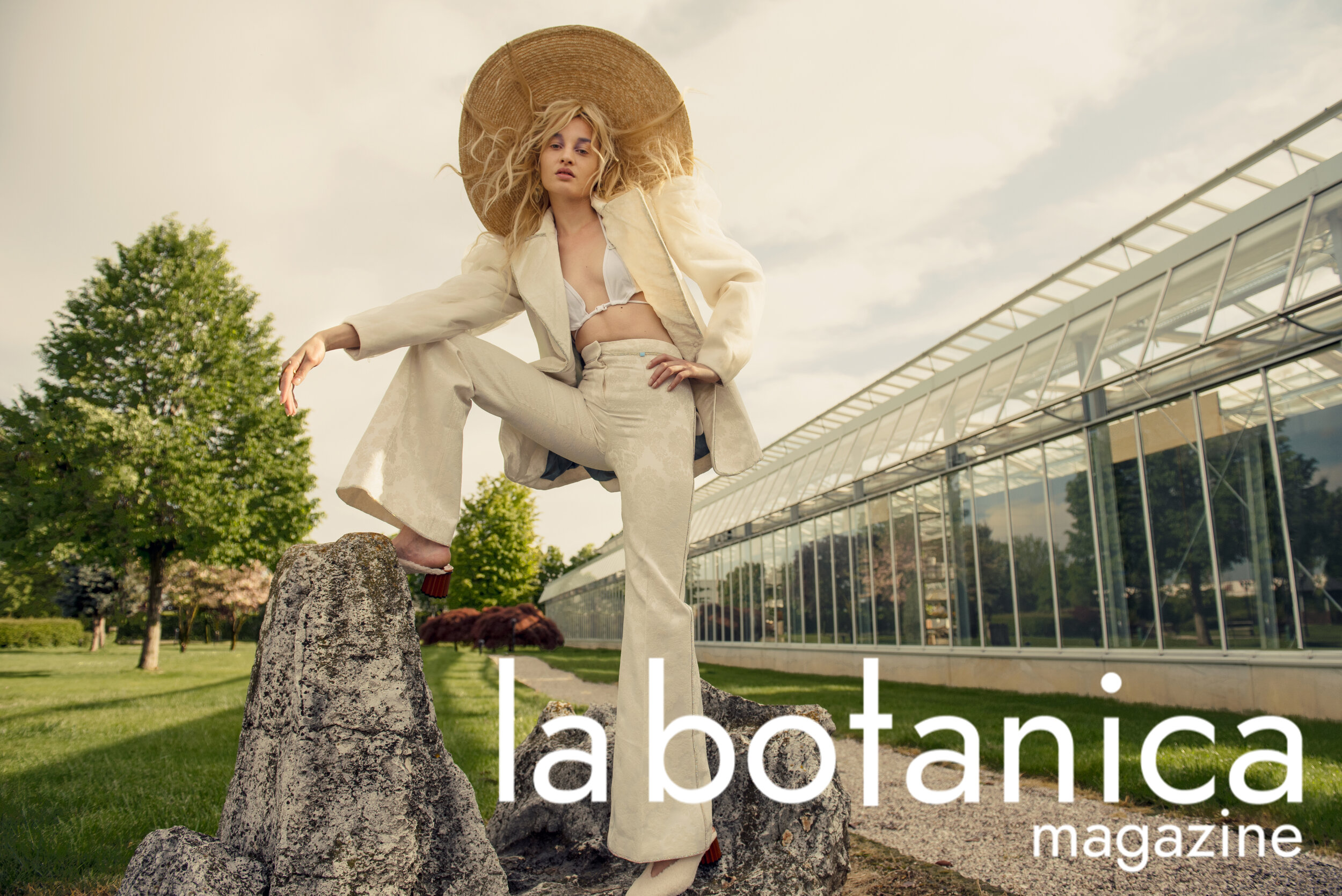 Hat MONTEGALLO. Jacket and trousers ANA LJUBINKOVIC. Swimsuit GIORGIA ANDREAZZA. Shoes SALAR MILANO. Ring SHARRA PAGANO