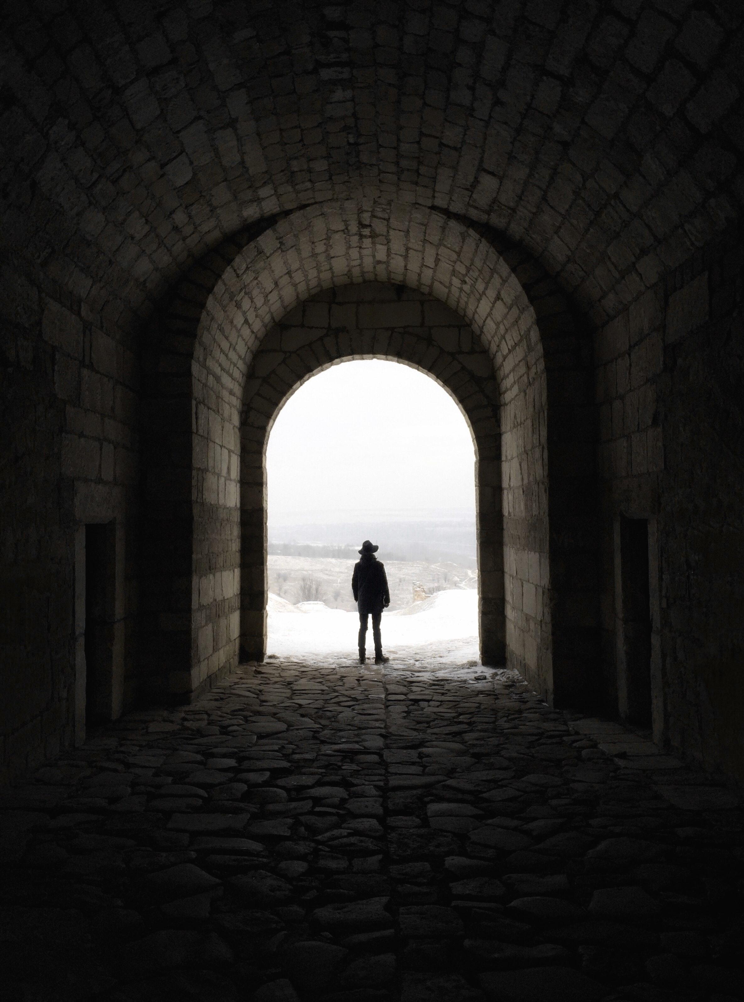 arch-cobblestones-mobilechallenge-866868.jpg