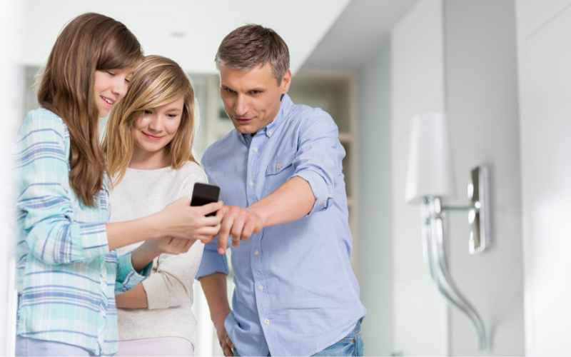 family-smartphone.png