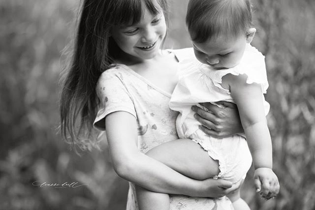 That sweet bond between sister's.  #manitobafamilyphotographer