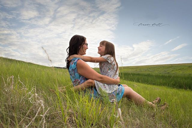 I can't say enough about this sweet family and the way they connect! #manitobafamilyphotographer