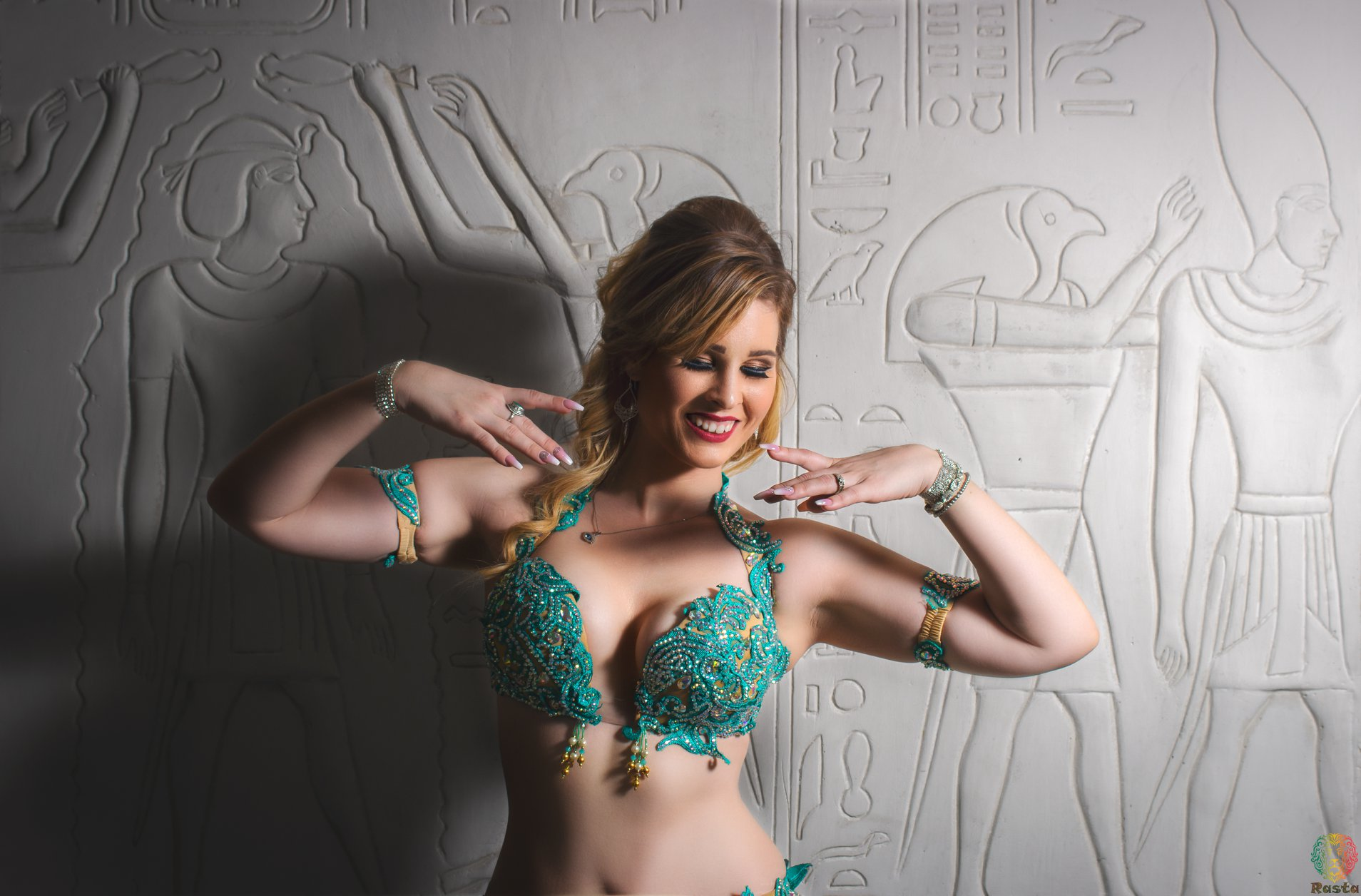 Book for parties, weddings and bachelorettes - BOOK A BELLYDANCER NOW