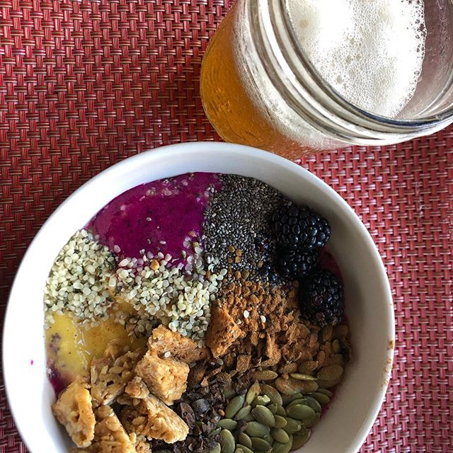 Saturdays are for kombucha and smoothie bowls topped with nutrient dense goodies!  So glad to have great snacks made here in Pennsylvania! Today I'm having @moodyculturekombucha pineapple cayenne to sip on while peanut butter and sea salt @lenkabars tops my smoothie bowl. #moodyculturekombucha #mck #kombucha #fermented #booch #lenkabars #lenkalovesyou #granolabars #bigfootnaturalsales #bfns #ibelieveinyou #supportsmallbusiness #localPA #PAlocal #eatpalocal