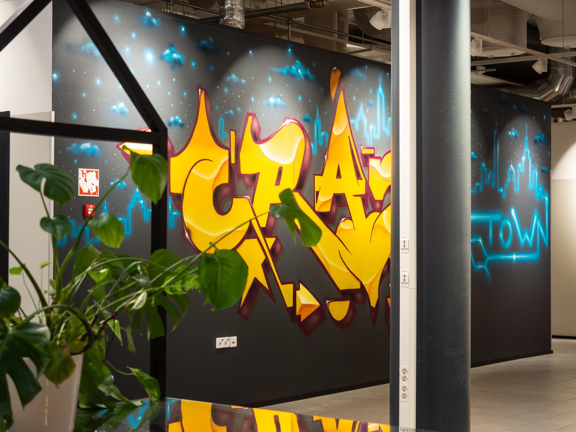 Otto Hiljander piipahti ja teki sisääntuloon näyttävän graffitin.