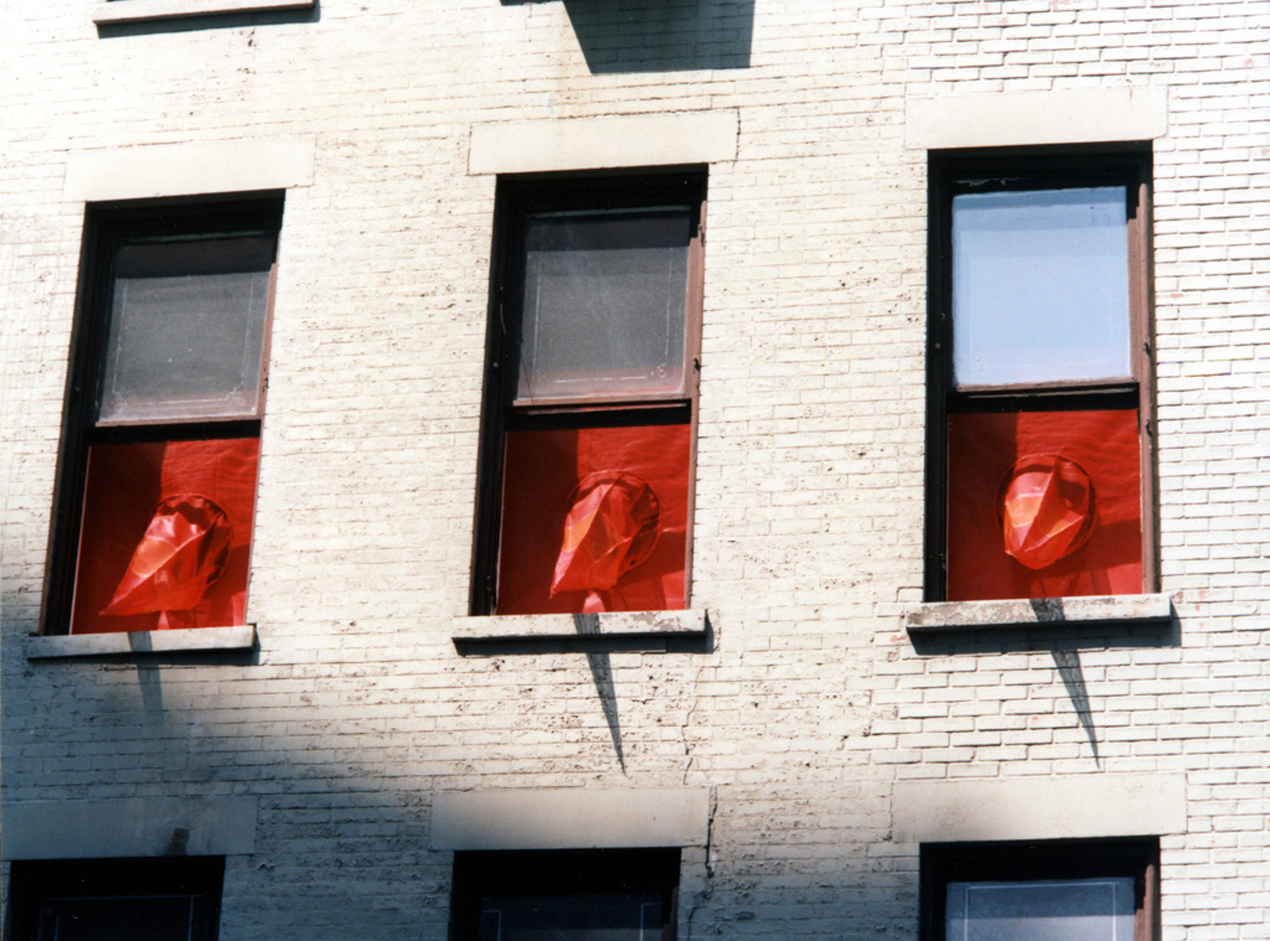 RED SPIKES ON 29TH STREET_Echelman_PhotoStudioEchelman_1.jpg