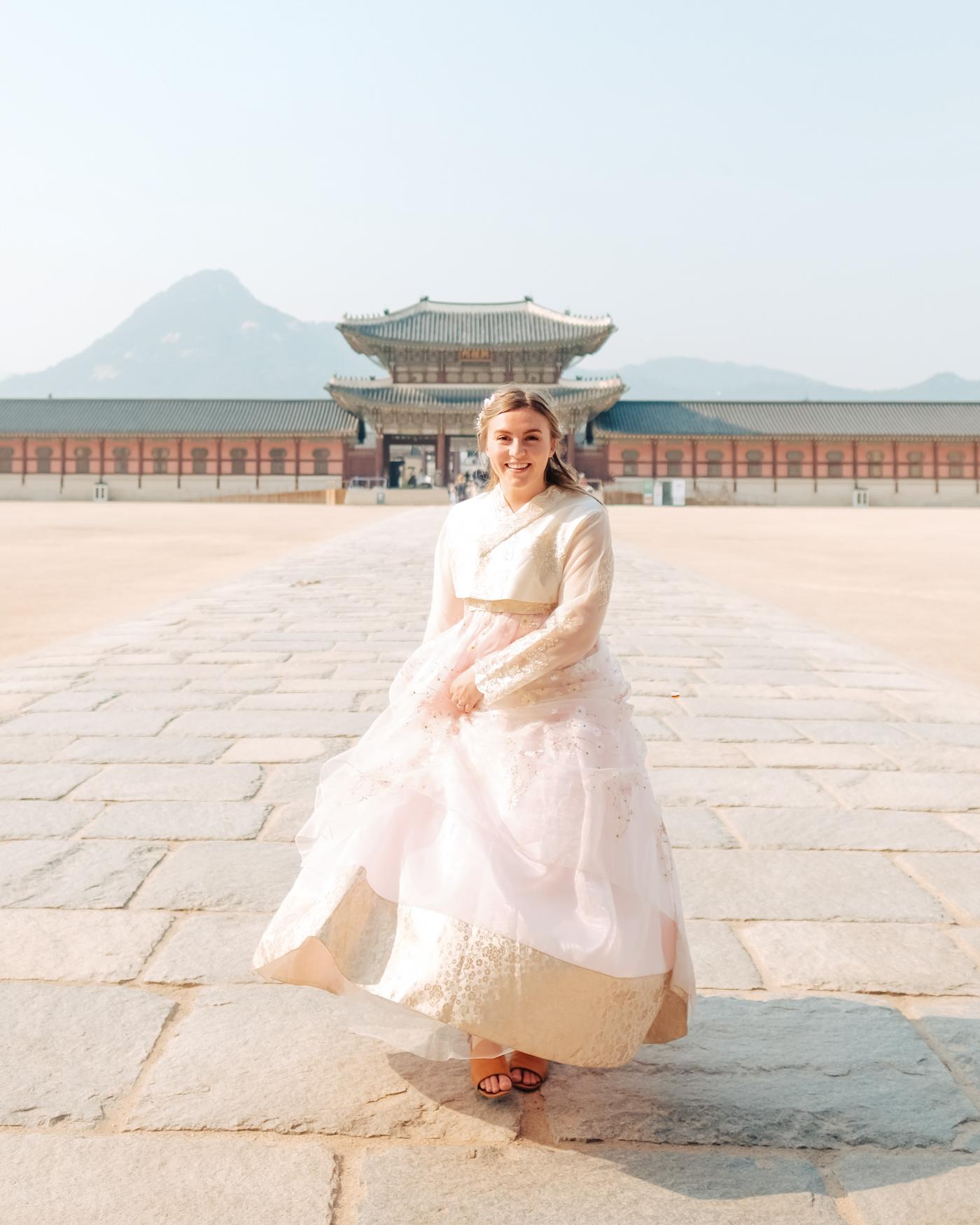 hanbok-korea-palace.jpg