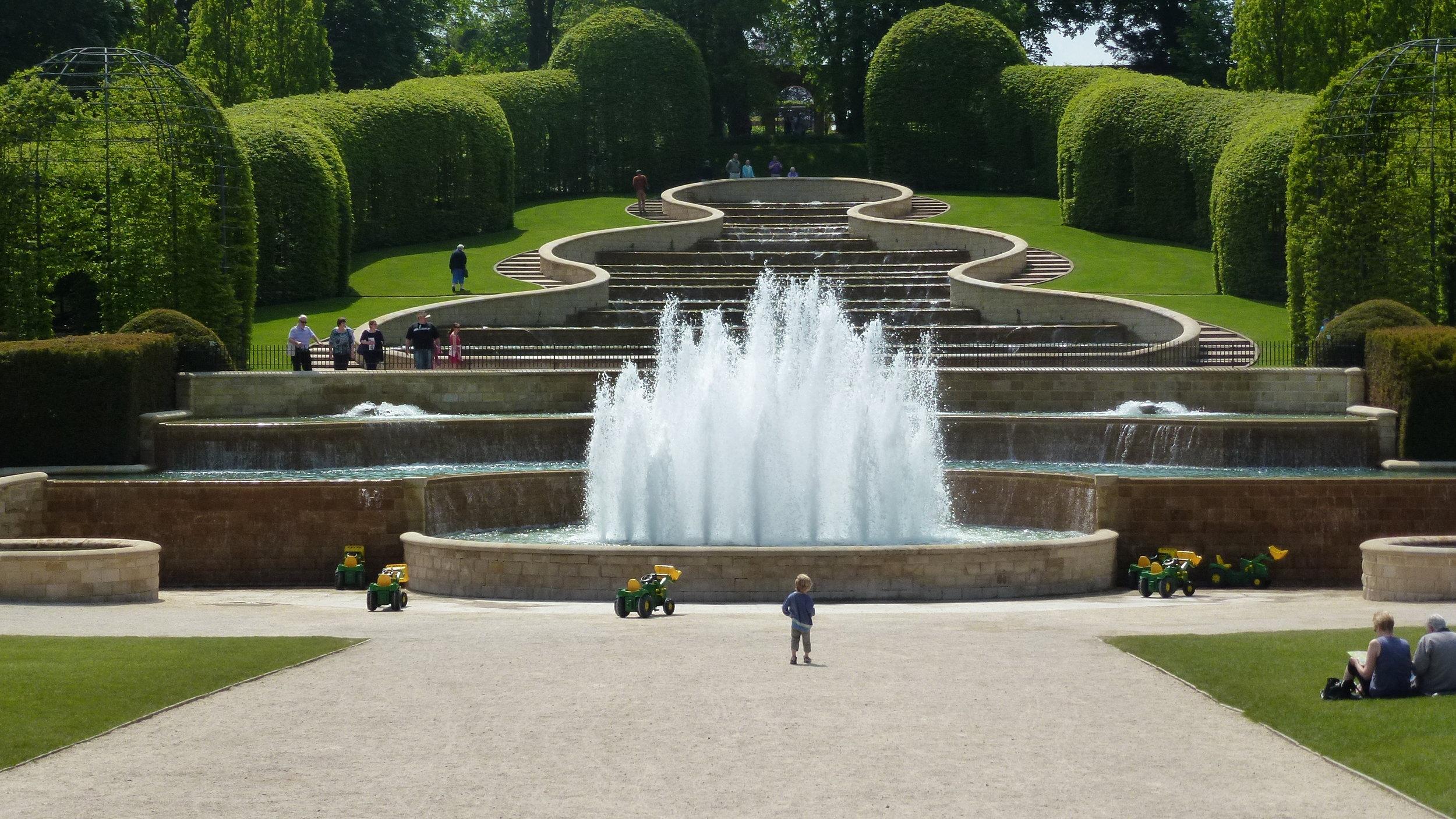 fountain at Alwick Gardens.JPG