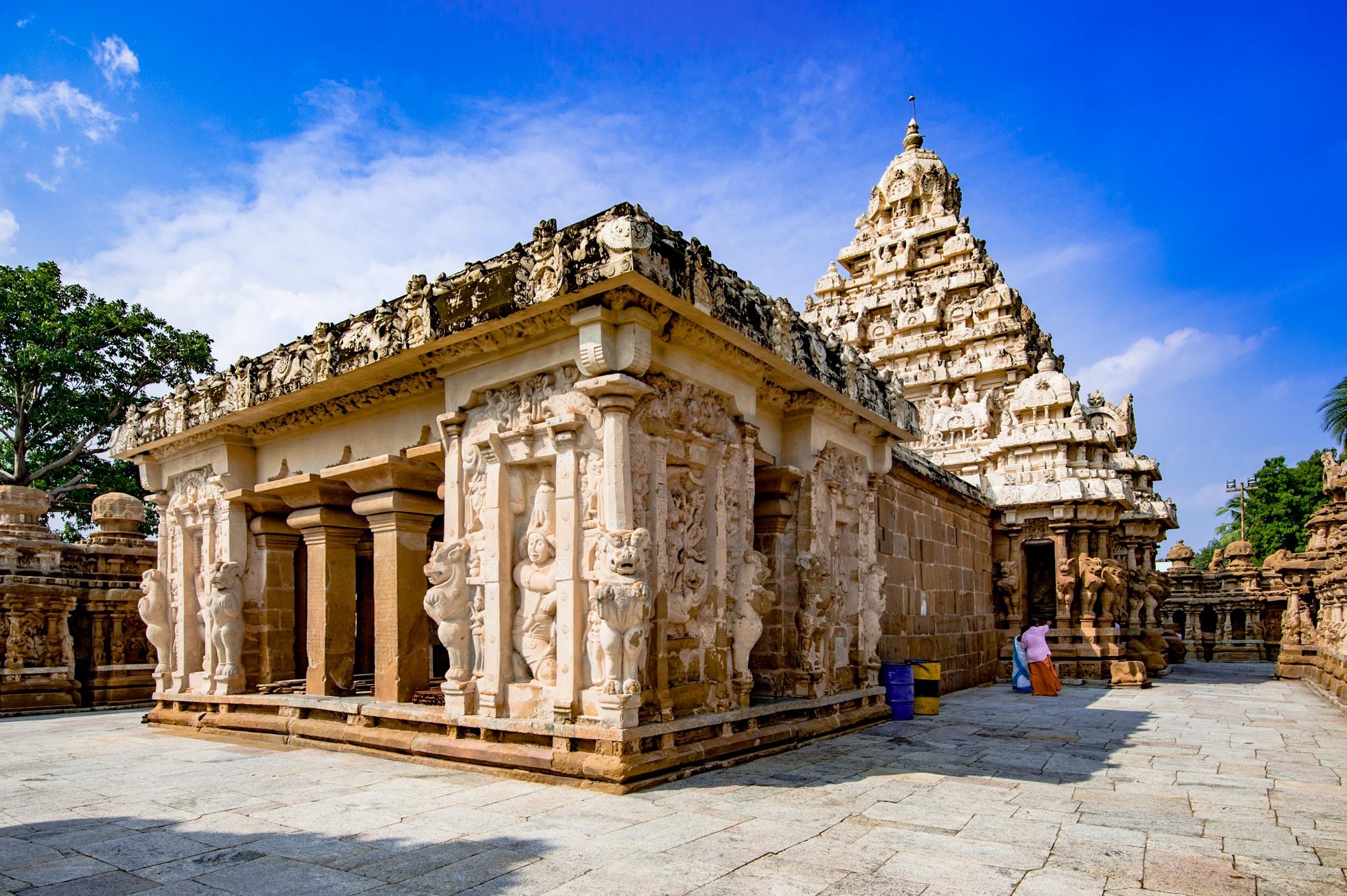 7th_century_Sri_Kailashnathar_Temple_Kanchipuram_Tamil_Nadu_India_01_%2813%29.jpg