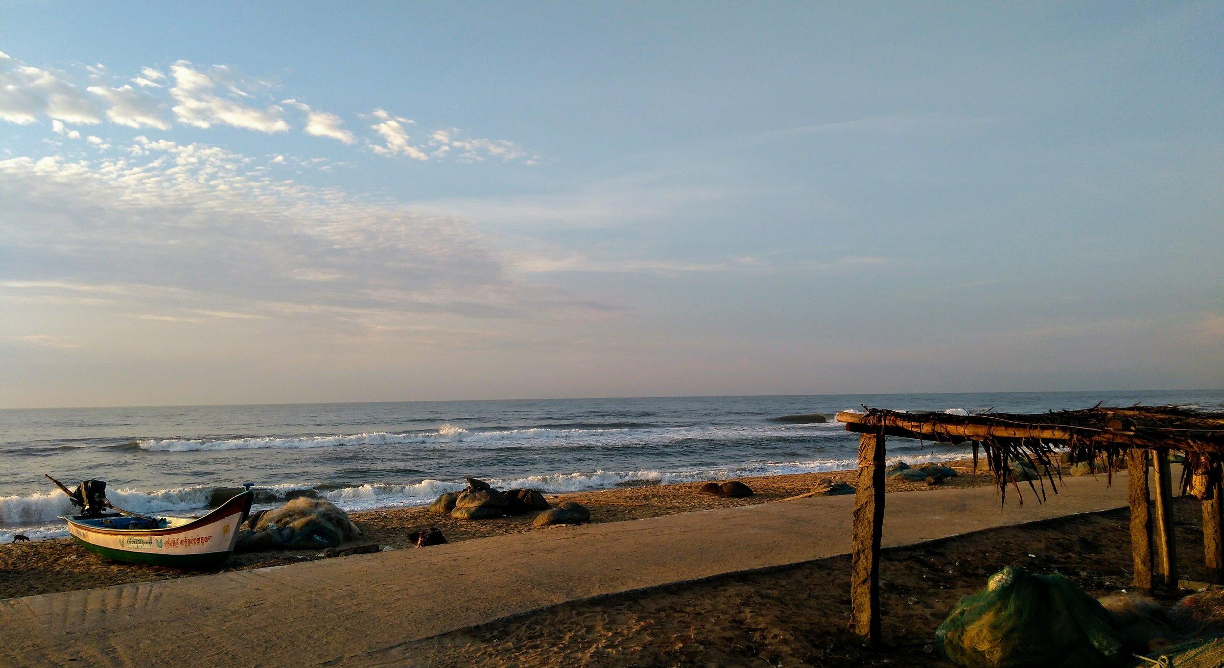 Fisherman_boat_at_Mahabalipuram_beach.jpg