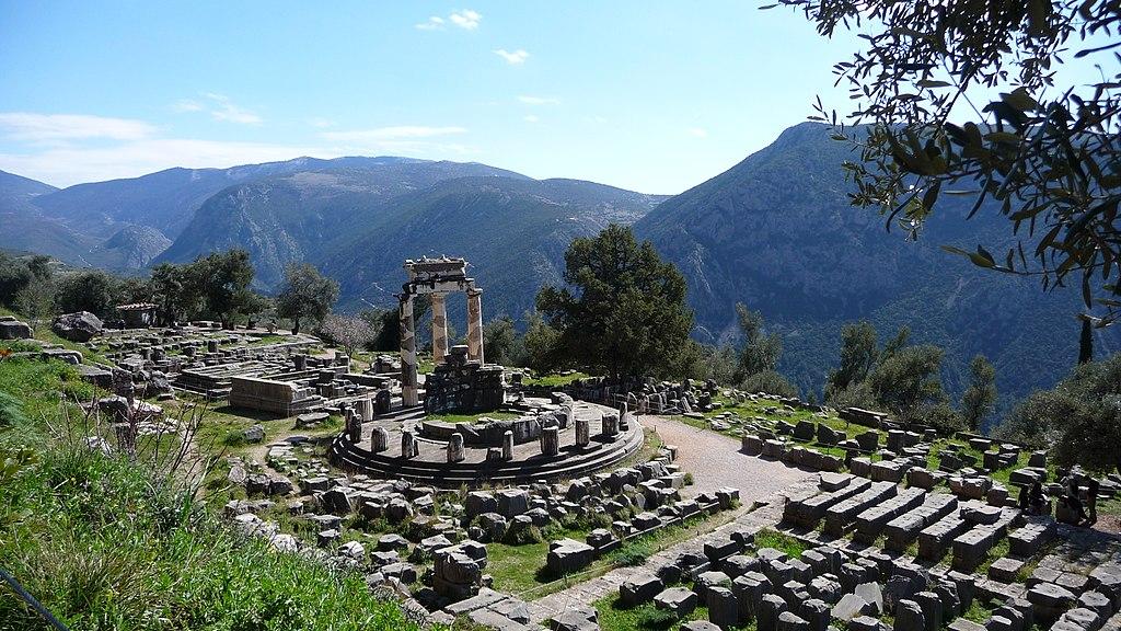1024px-Delphi,_Greece_-_panoramio.jpg
