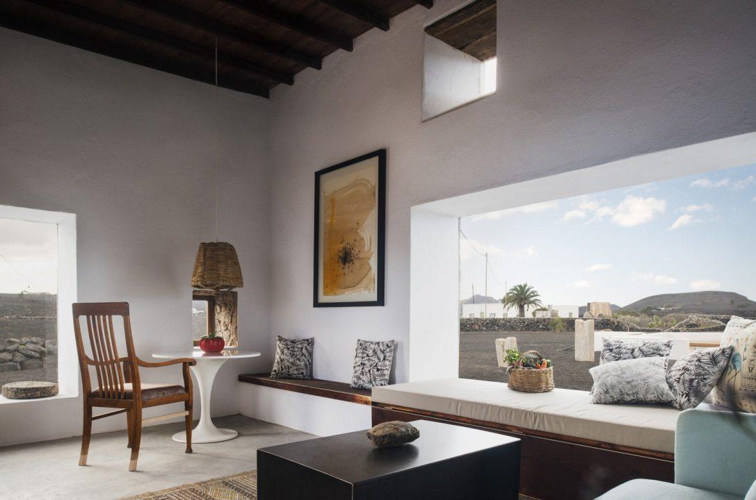 Buenavista-Lanzarote-Country-Suites-Casa-Oeste-livingroom-1--1087x720.jpg