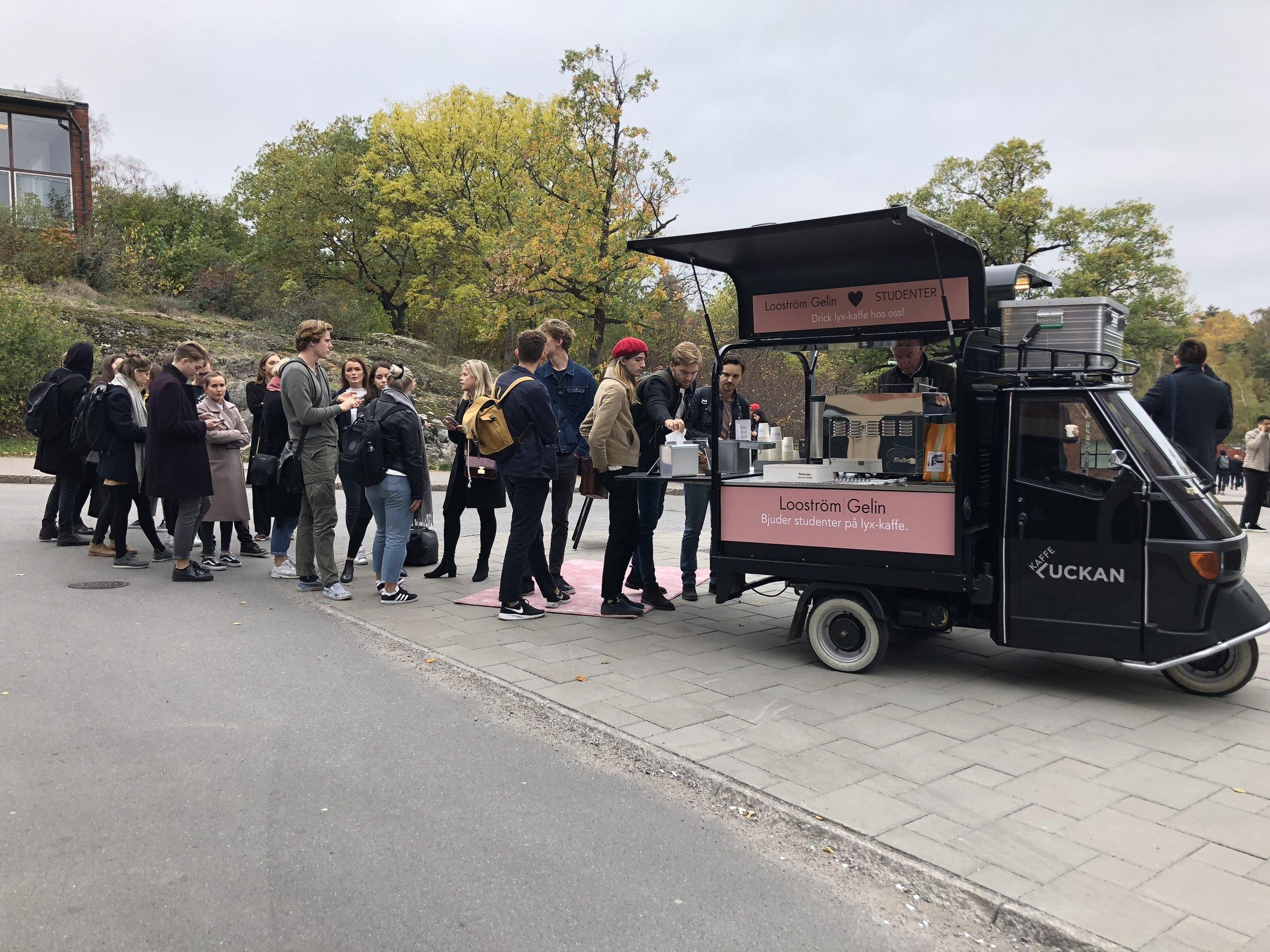 Kaffeattack på KTH 2018 - Looström bjuder studenter på lyx-kaffe och pratar framtid med studenter på Kungliga tekniska högskolan.