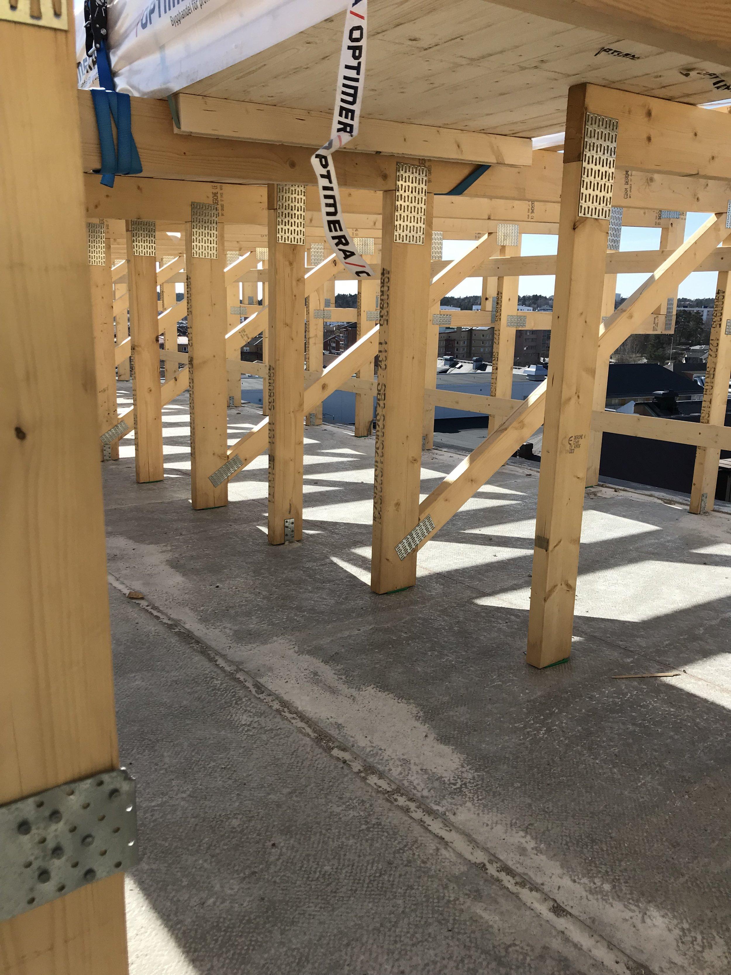 Takkonstruktion i trä.