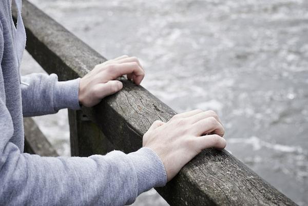 MIKONOWICZ-hands-gripping-banister-min (1).jpg